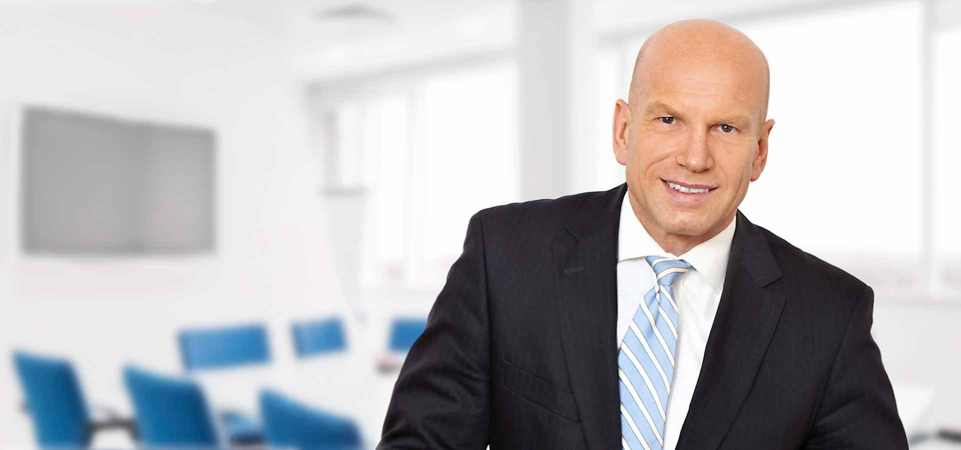 Foto von Klaus Ragotzky, Geschäftsführer des Emissionshauses FIDURA in München